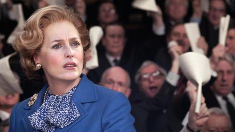 Gillian Anderson como Margaret Thatcher en The Crown temporada 4