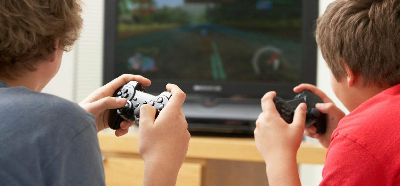 Resultado de imagen para niños jugando playstation