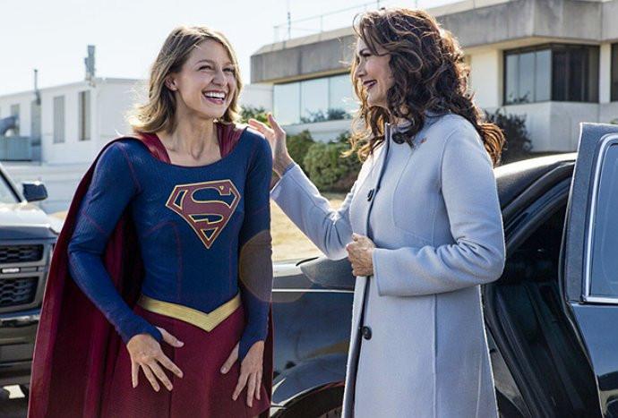 Lynda Carter (Wonder Woman) en Supergirl como Presidenta de los EEUU