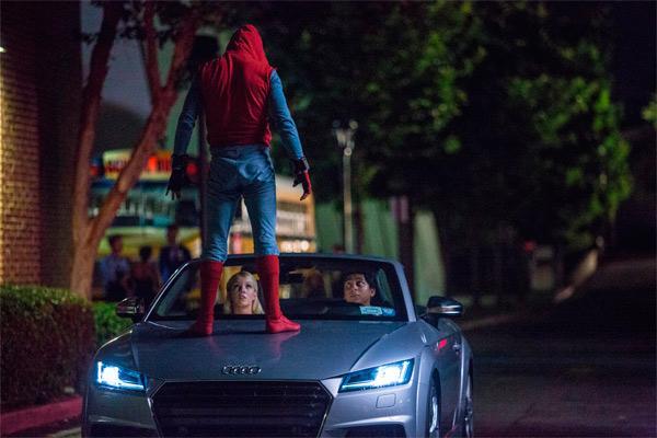 Spider-Man: Homecoming - Nuevas imágenes con la Tía May y los compañeros de clase de Peter