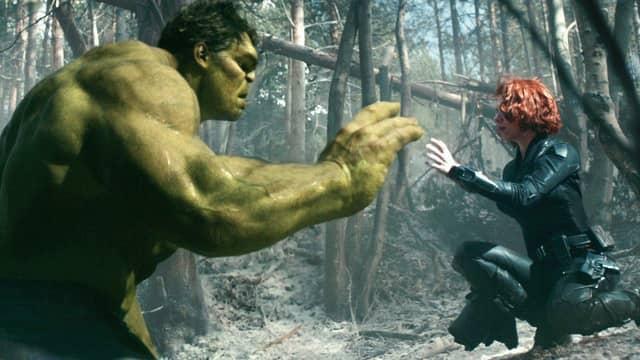 Viuda Negra y Hulk en Vengadores: La era de Ultrón