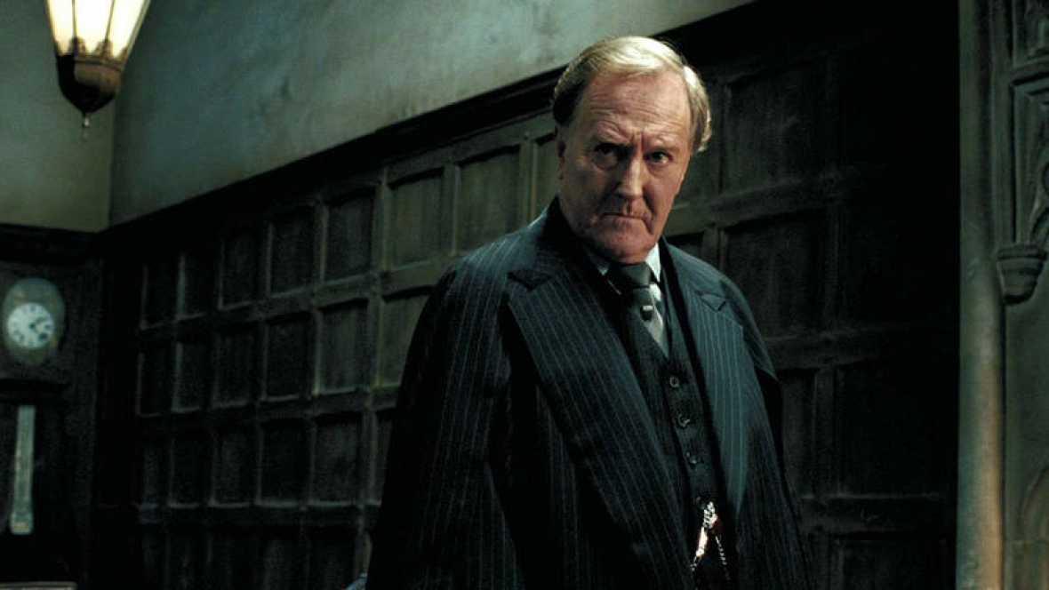El actor Robert Hardy, quien dio vida al Ministro de Magia Cornelius Fudge en la saga cinematográfica de Harry Potter, ha muerto a los 91 años de edad.