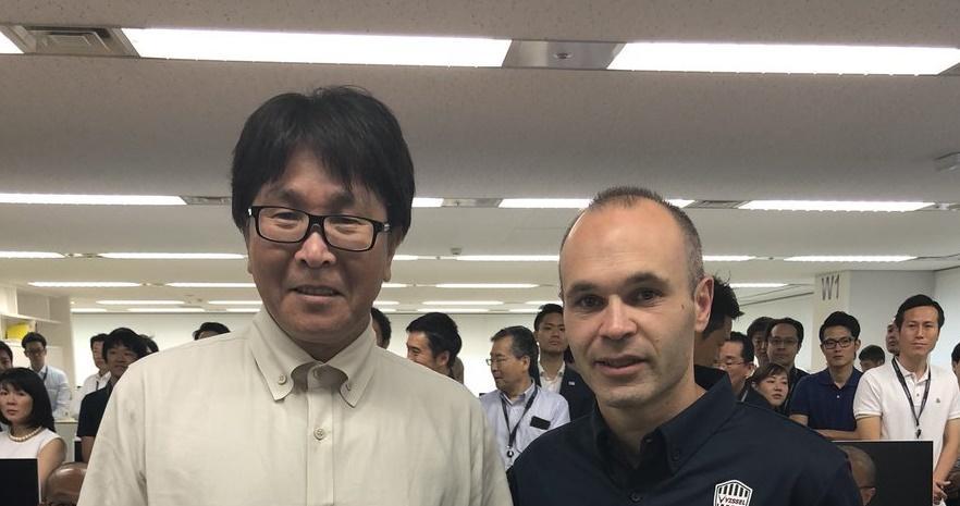 Yoichi Takahashi y Andrés Iniesta